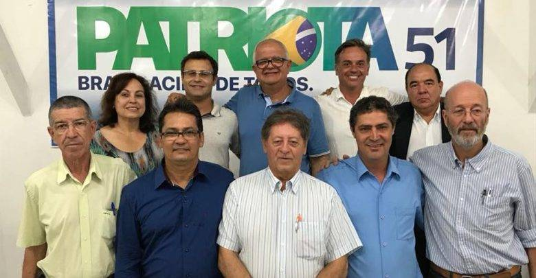 Foto a partir da esquerda Vicente Andrade, Manuel da 'Tema Turismo', José Roberto, João Luís de Sá, Haroldo Oliveira, Enir Leal, Marcelo Dutra, Walney Rocha, André