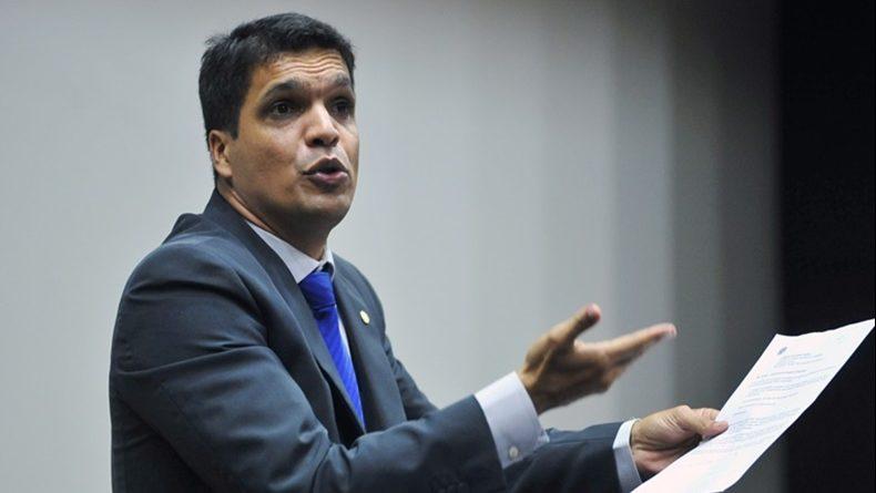 http://patriota51.org.br/wp-content/uploads/2018/08/Cabo-Daciolo-dará-7-voltas-no-Congresso-para-expulsar-Satanás-Portal-Ajduks-Noticias-790x445.jpg